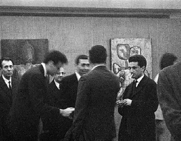 فعالیت جمعی و رفتار گروهی  گالری داران در فضای فرهنگی ایران، انزوا یا اجتماع؟